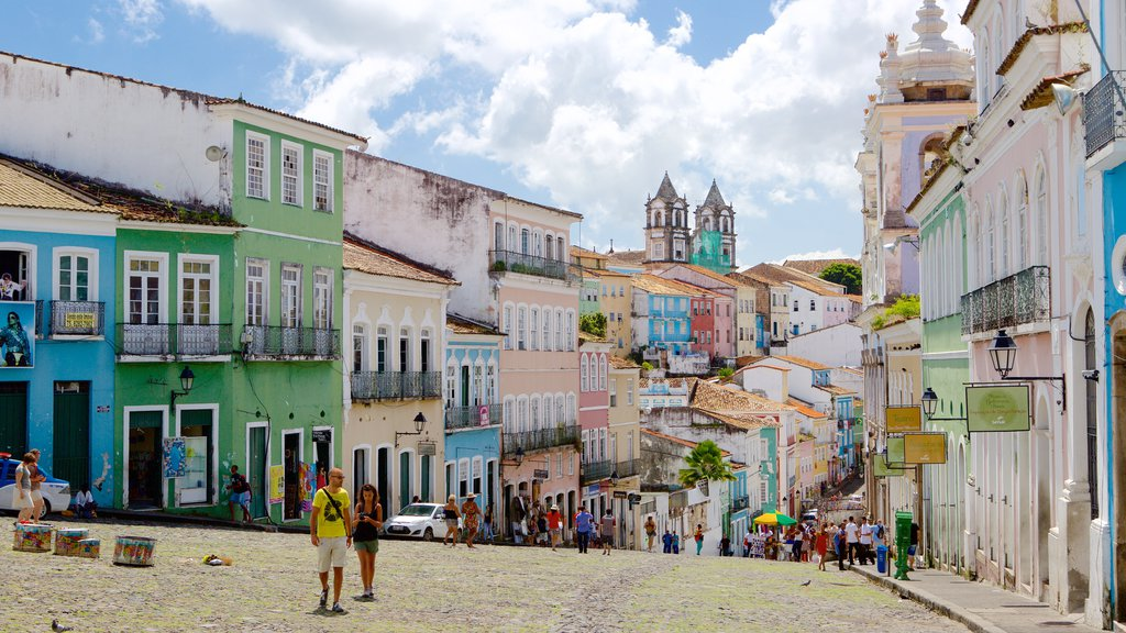 Pelourinho showing street scenes as well as a large group of people