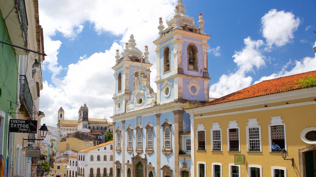 Nossa Senhora do Rosário dos Pretos que inclui uma igreja ou catedral