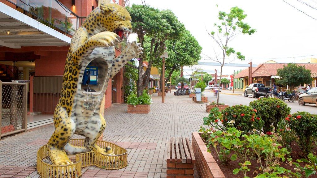 Bonito caracterizando uma estátua ou escultura e cenas de rua