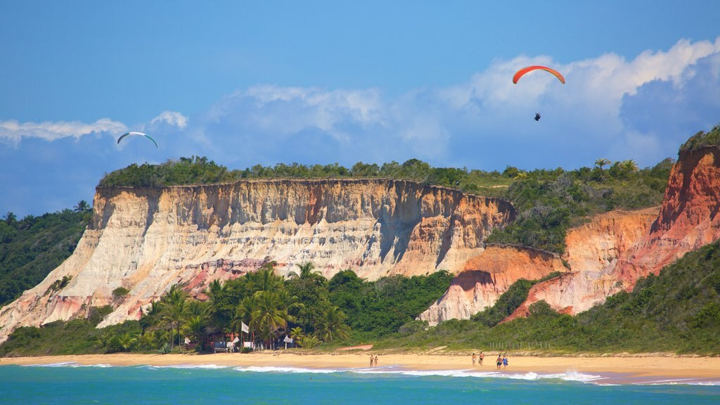 Pitinga Beach which includes general coastal views and rugged coastline