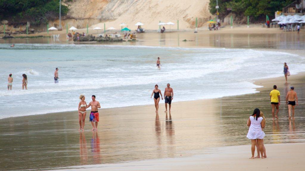 Praia de Ponta Negra mostrando uma praia e uma cidade litorânea assim como um casal