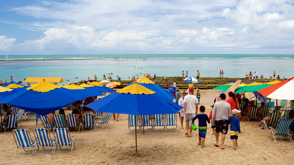 Porto de Galinhas showing a beach and general coastal views as well as a large group of people