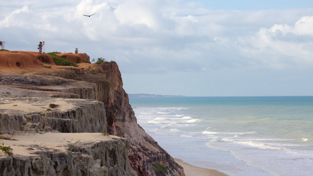 Pipa caracterizando litoral rochoso e paisagens litorâneas