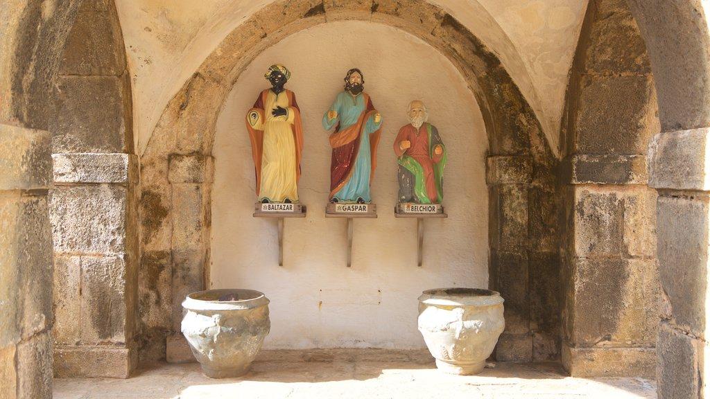 Forte dos Três Reis mostrando uma estátua ou escultura, elementos de patrimônio e elementos religiosos