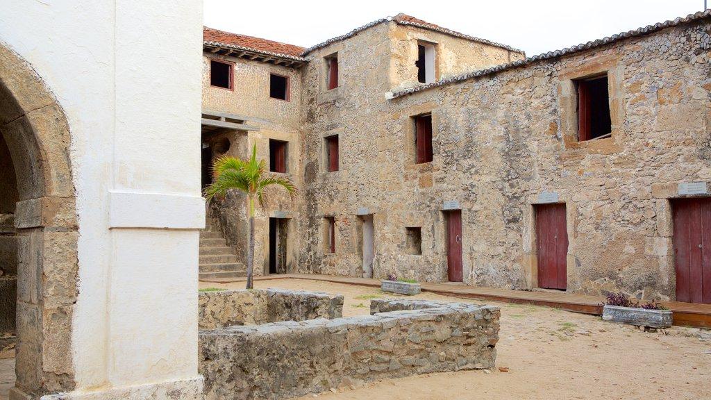 Forte dos Três Reis caracterizando elementos de patrimônio e uma ruína