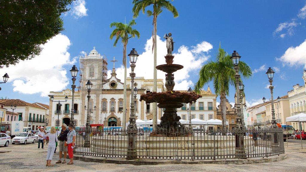 Terreiro de Jesus caracterizando uma fonte, uma praça ou plaza e cenas de rua