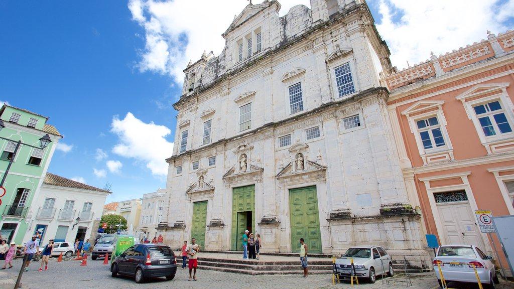 Catedral de Salvador que inclui uma igreja ou catedral, elementos de patrimônio e aspectos religiosos
