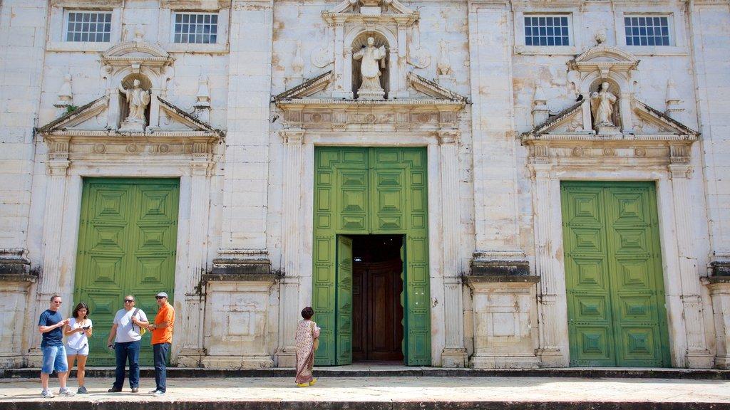 Catedral de Salvador caracterizando uma igreja ou catedral, elementos de patrimônio e aspectos religiosos