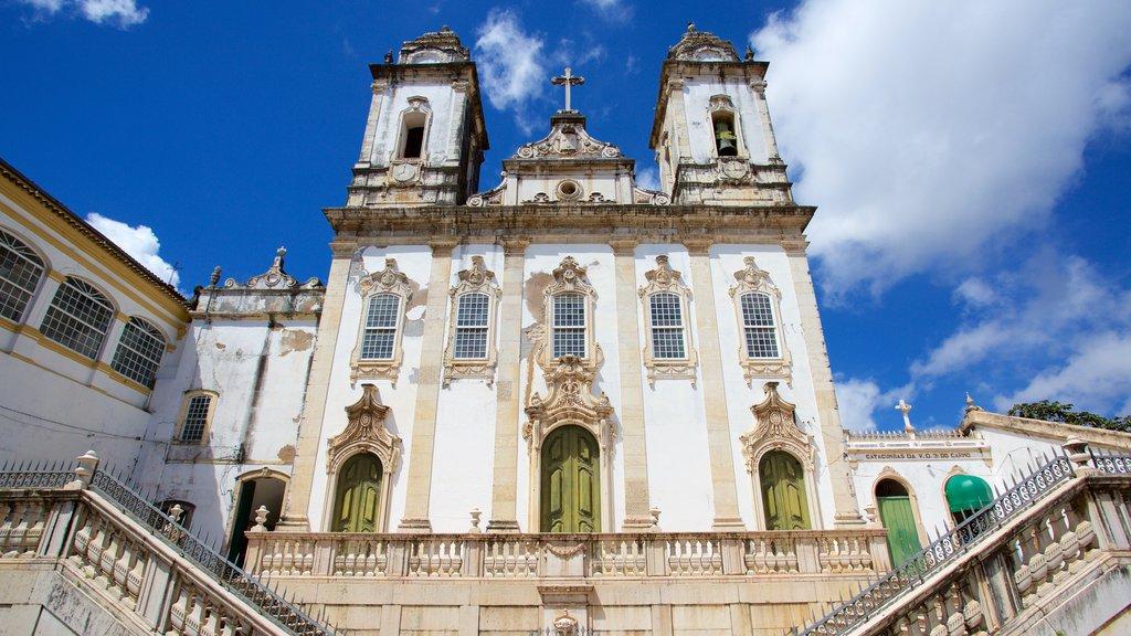 Igreja e Convento de São Francisco de Salvador que inclui uma igreja ou catedral, aspectos religiosos e elementos de patrimônio