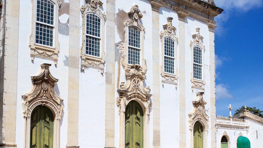 Igreja e Convento de São Francisco de Salvador caracterizando elementos de patrimônio, uma igreja ou catedral e elementos religiosos