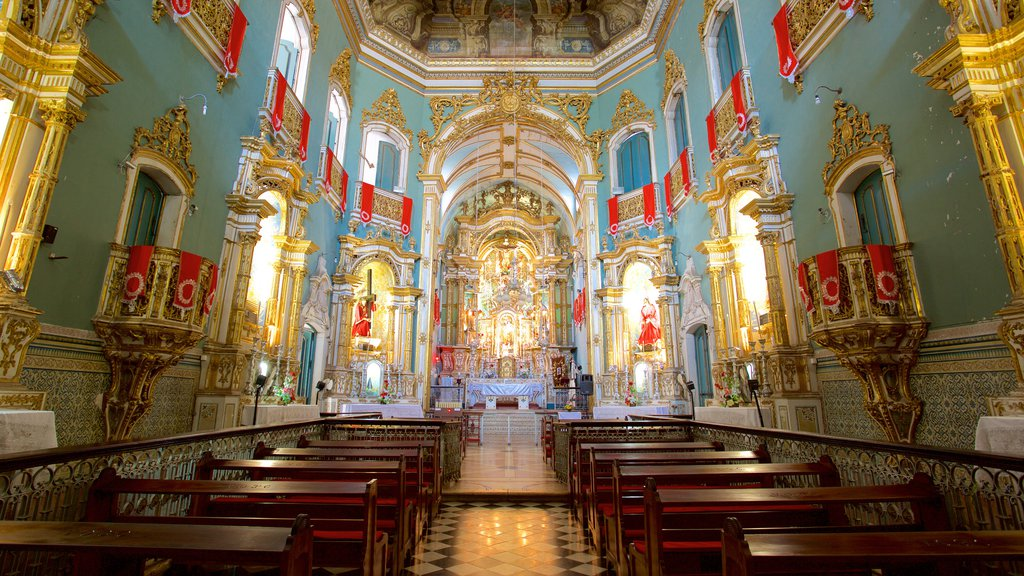 Igreja e Convento de São Francisco de Salvador que inclui uma igreja ou catedral, aspectos religiosos e vistas internas