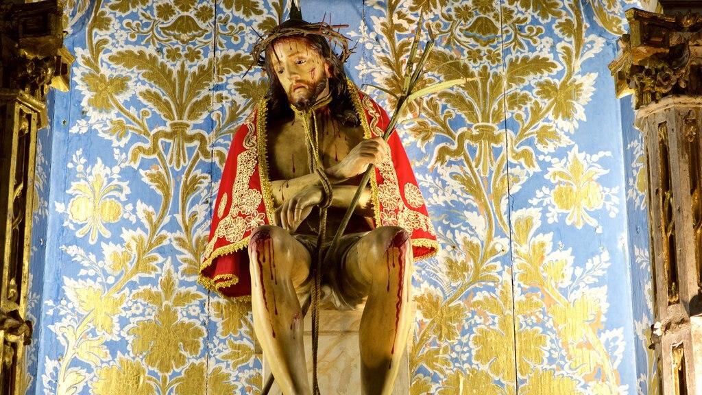 Igreja e Convento de São Francisco de Salvador caracterizando uma estátua ou escultura, vistas internas e aspectos religiosos