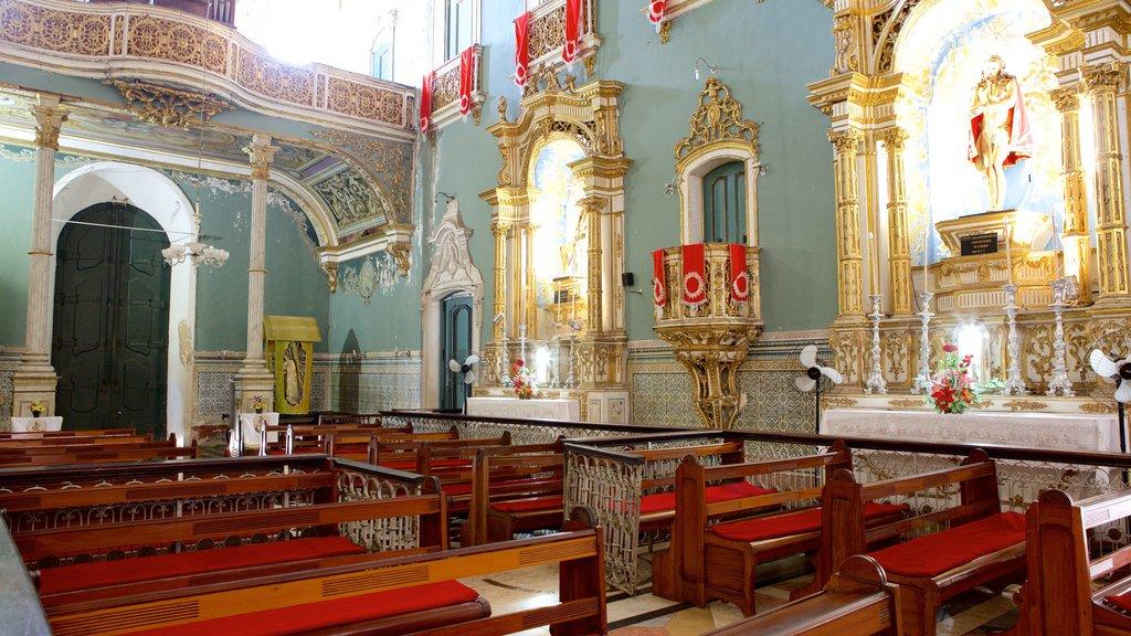 Igreja e Convento de São Francisco de Salvador mostrando vistas internas, aspectos religiosos e uma igreja ou catedral