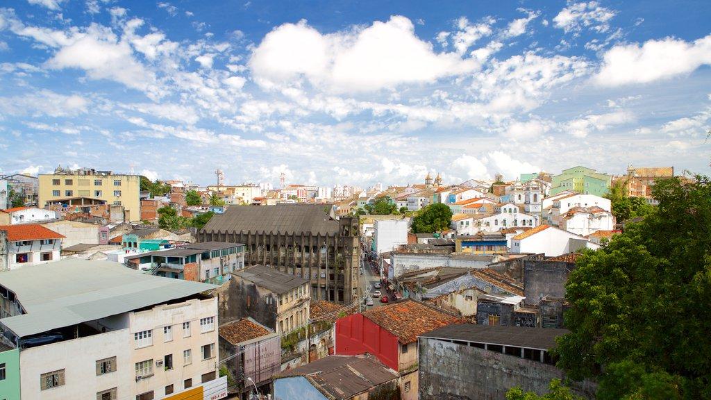 Igreja e Convento de São Francisco de Salvador mostrando uma cidade pequena ou vila