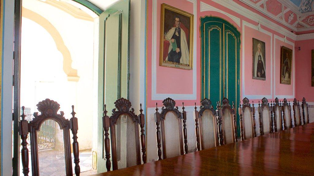 Igreja e Convento de São Francisco de Salvador mostrando vistas internas, elementos religiosos e uma igreja ou catedral