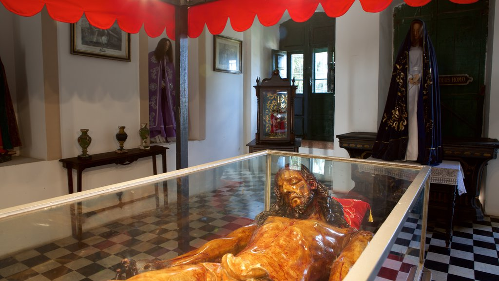 Igreja e Convento de São Francisco de Salvador que inclui vistas internas, uma estátua ou escultura e elementos religiosos