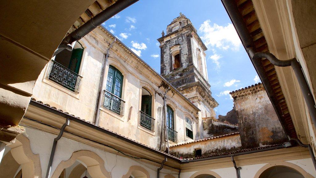 Igreja e Convento de São Francisco de Salvador que inclui uma igreja ou catedral
