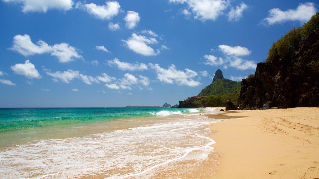 Praia Cacimba do Padre que inclui paisagens litorâneas, montanhas e surfe