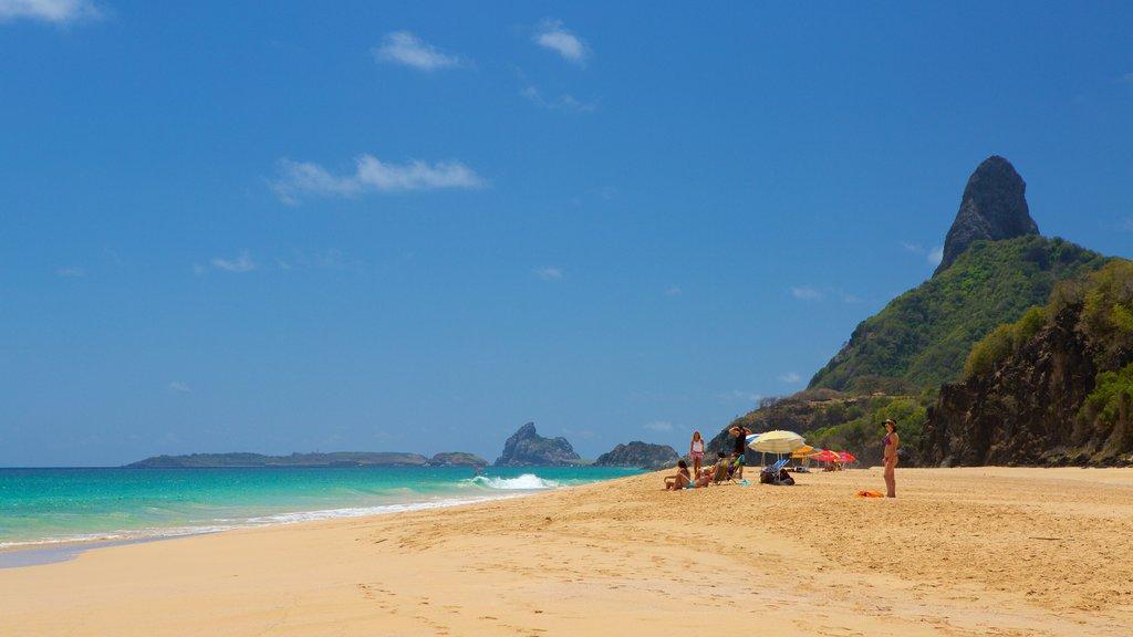 Praia Cacimba do Padre que inclui uma praia de areia, paisagens litorâneas e montanhas