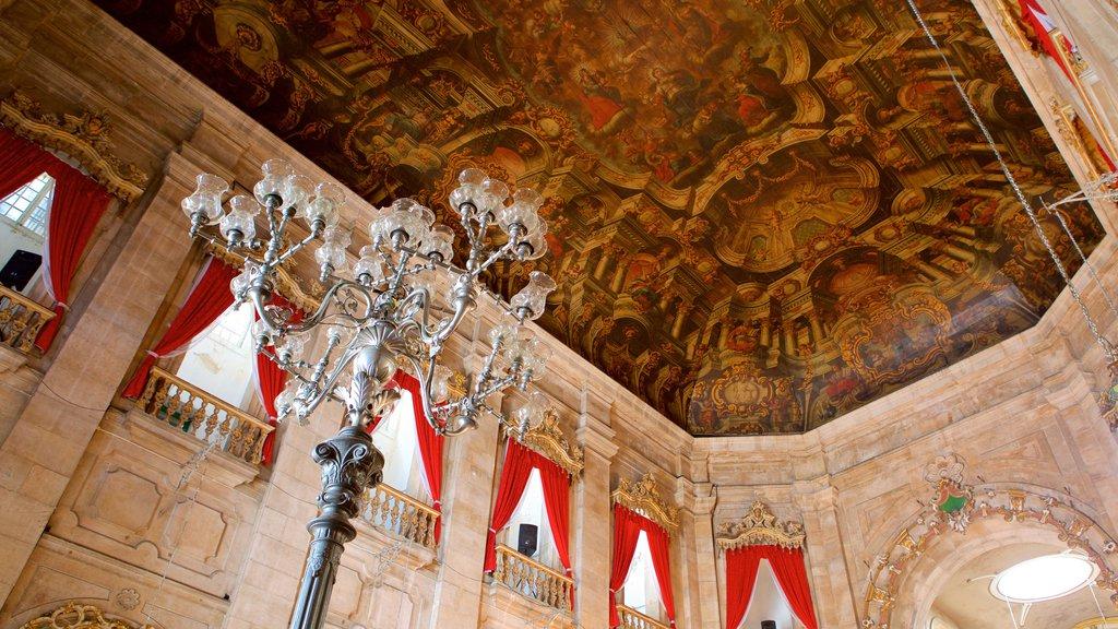 Basílica de Nossa Senhora de Conceição da Praia caracterizando vistas internas, uma igreja ou catedral e aspectos religiosos