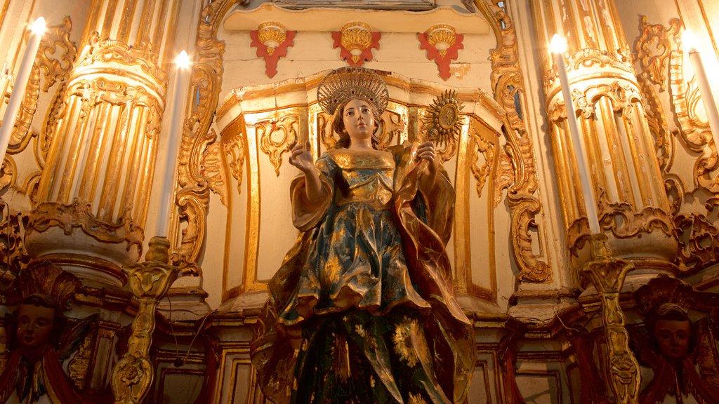 Basílica de Nossa Senhora de Conceição da Praia caracterizando uma estátua ou escultura, vistas internas e elementos religiosos