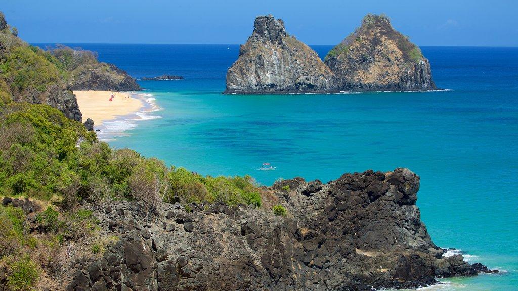 Morro Dois Irmãos mostrando paisagens litorâneas, paisagens da ilha e uma praia