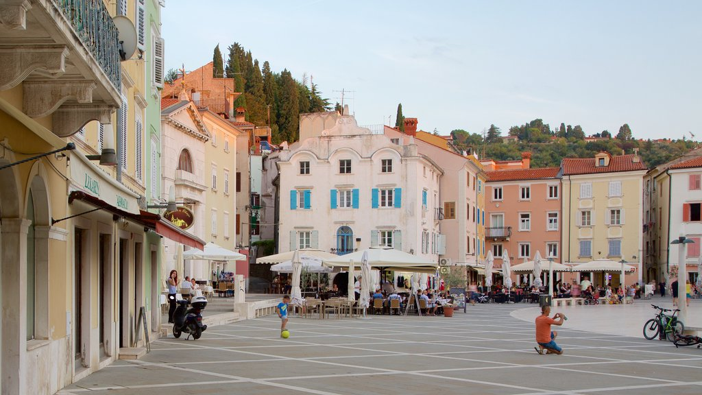 Piran showing a coastal town, a square or plaza and outdoor eating