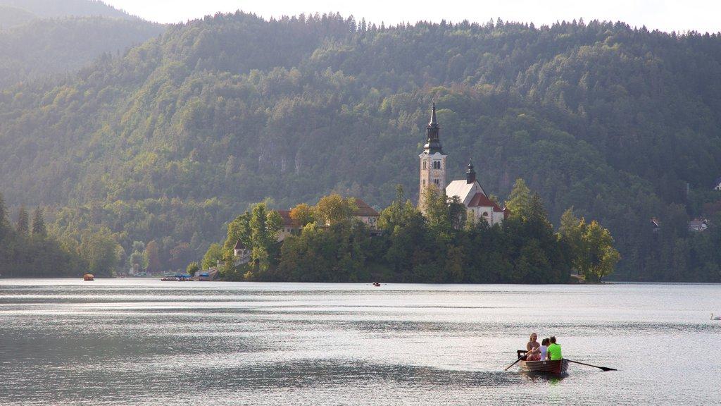 Iglesia de Sv Marika Bozja que incluye vistas de paisajes, montañas y kayak o canoa