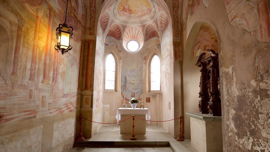 Castillo de Bled que incluye vistas interiores y castillo o palacio