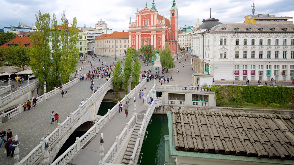 Triple Bridge showing a city, heritage architecture and a square or plaza