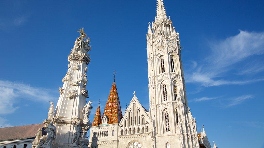 Igreja Matthias caracterizando arquitetura de patrimônio, uma igreja ou catedral e aspectos religiosos