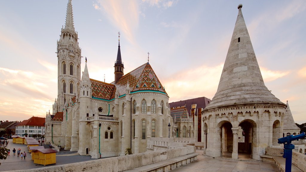 Igreja Matthias caracterizando arquitetura de patrimônio e uma igreja ou catedral