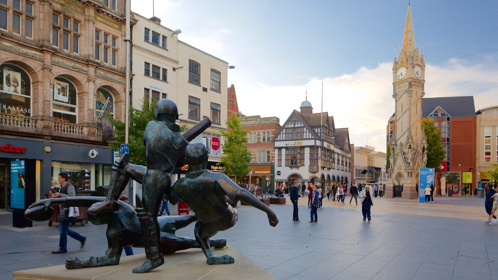 Leicester featuring a monument, a statue or sculpture and a city