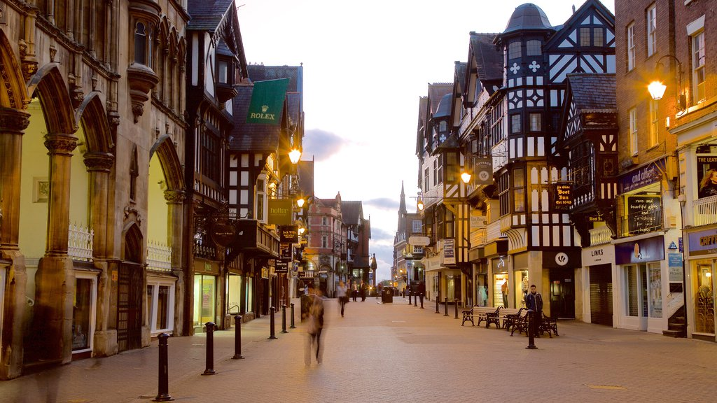 Chester featuring street scenes, heritage elements and a city
