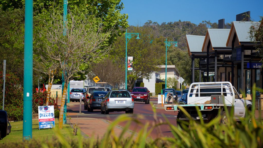 Dunsborough showing signage, street scenes and a small town or village