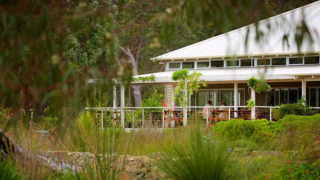 Amaze\'n Margaret River showing a garden and a house