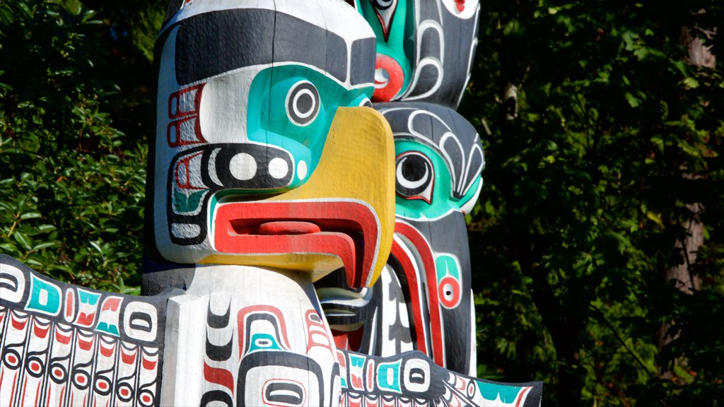 Stanley Park showing a monument and indigenous culture