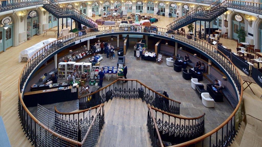 Corn Exchange mostrando patrimonio de arquitectura y vistas interiores