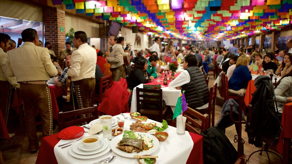 Mexico City showing interior views, nightlife and dining out