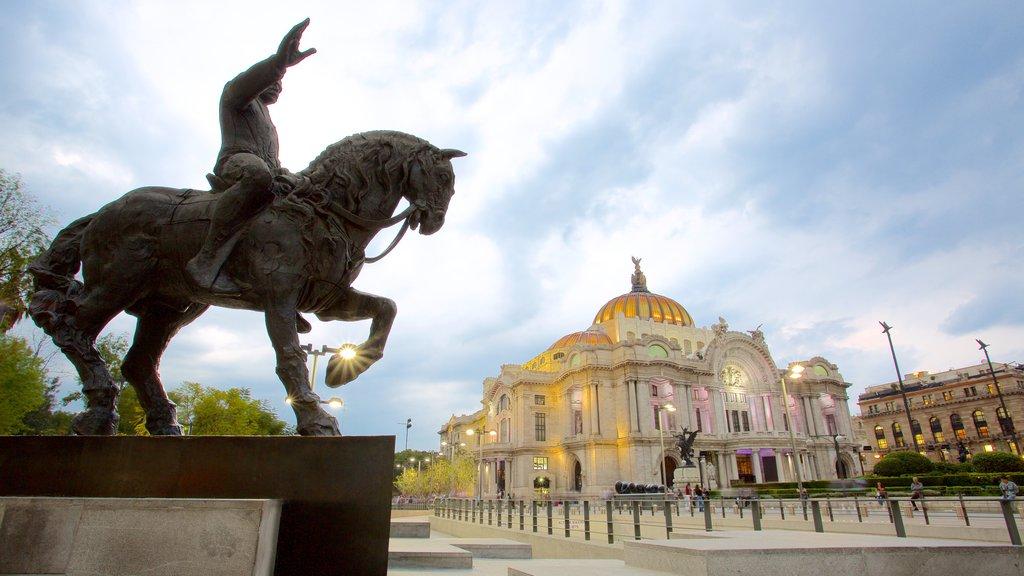Palacio de Bellas Artes mostrando un parque, patrimonio de arquitectura y una estatua o escultura