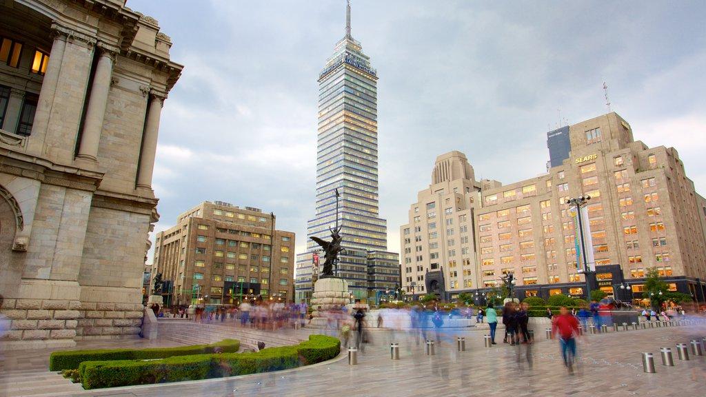 Palacio de Bellas Artes ofreciendo un parque o plaza y una ciudad