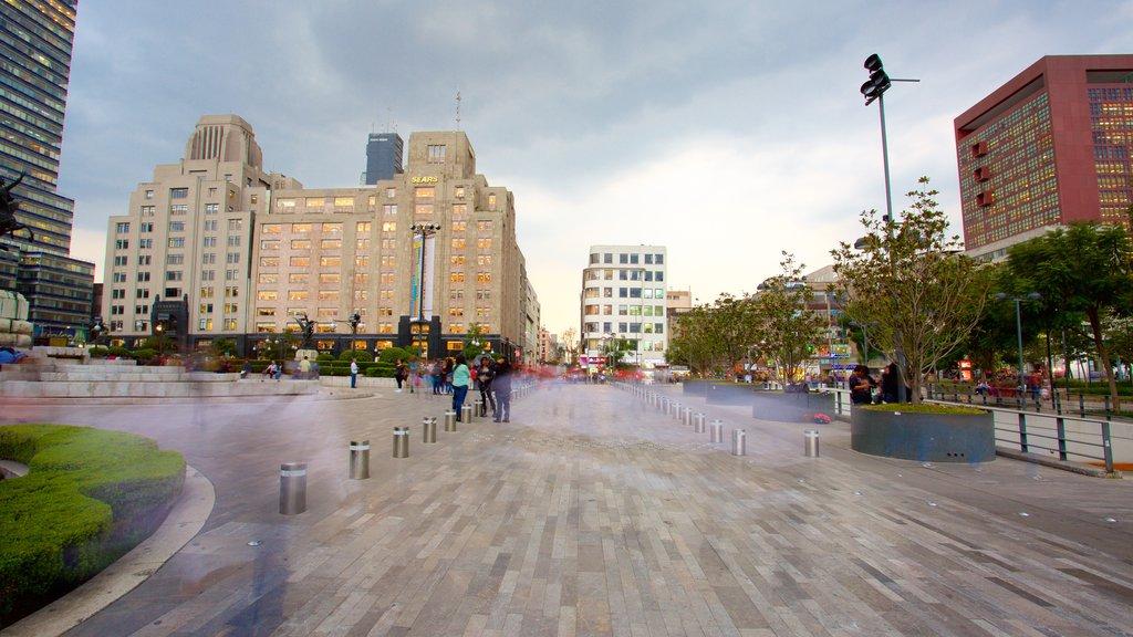 Palacio de Bellas Artes mostrando un parque o plaza y una ciudad