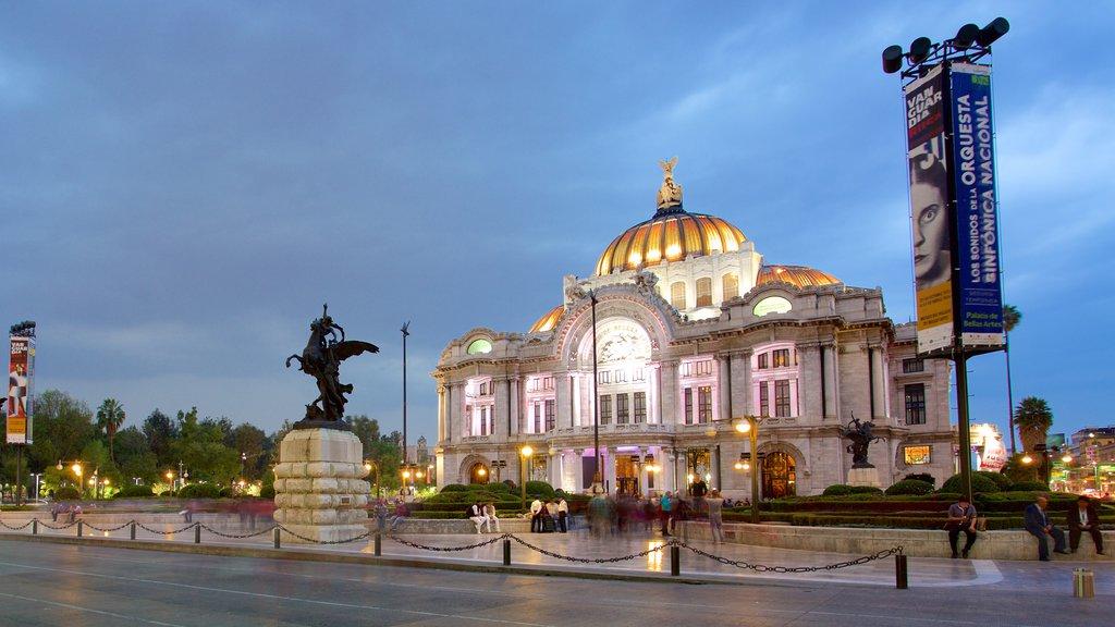 Palacio de Bellas Artes mostrando patrimonio de arquitectura, una estatua o escultura y un parque o plaza