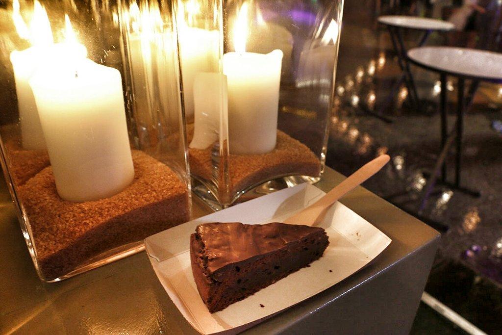 En als toetje een flinke brownie met chocoladelaag. 1,5 lap