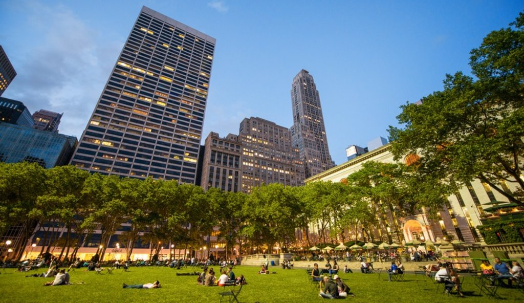 Parken in New York,<figcaption>Bryant Park in Manhattan</figcaption>