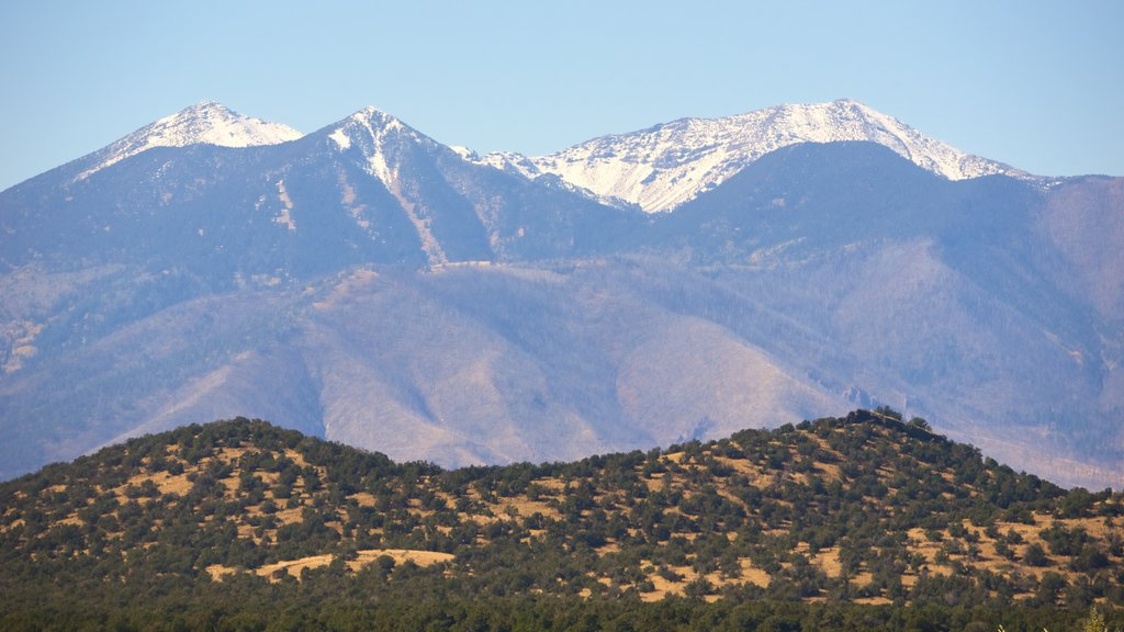 Humphreys Peak which includes desert views, tranquil scenes and mountains