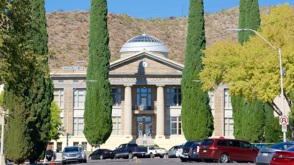 Kingman featuring street scenes, tranquil scenes and heritage architecture