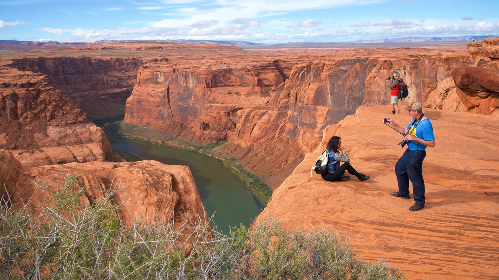 Horseshoe Bend showing a river or creek, desert views and tranquil scenes
