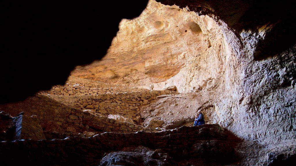 Carlsbad Caverns National Park showing caves