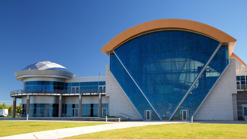 Anderson-Abruzzo Albuquerque International Balloon Museum which includes modern architecture